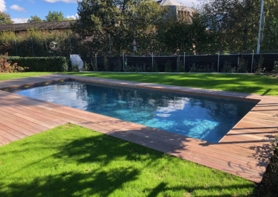 Création piscine béton et carrelage avec terrasse en bois IPÉ